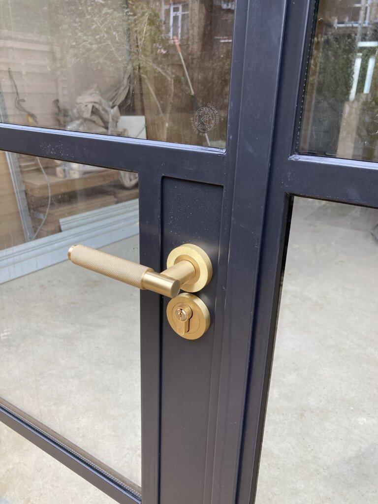 Steel-door-buster-and-punch-01